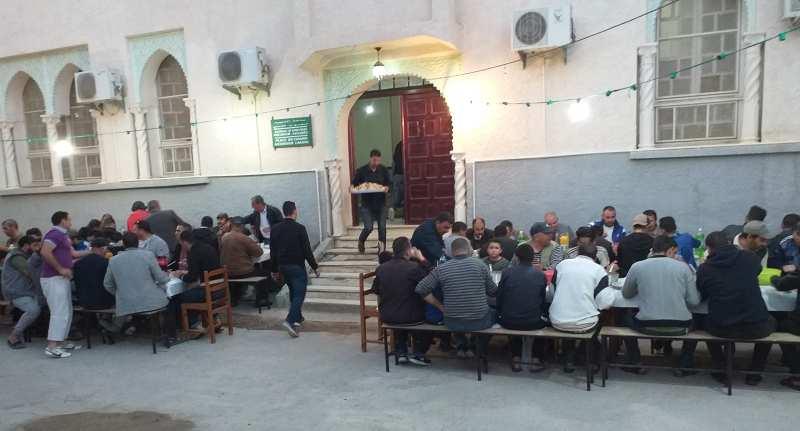 [Photos] Repas collectif à l'occasion du 27e jour du ramadan 2019 à El-Flaye